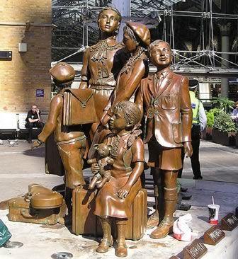 Kinder statue