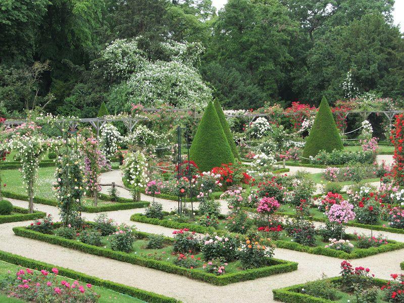 Jardin De Bagatelle With Images Garden Fountain Garden Plants
