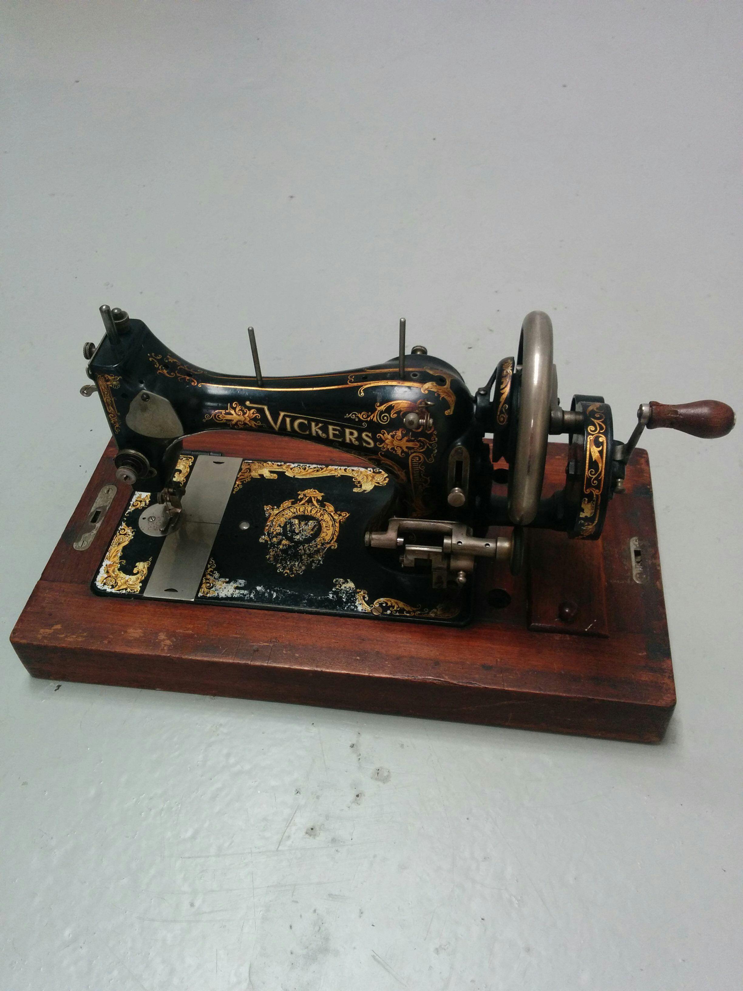 Vickers Modele de Luxe Antique sewing machine Vintage