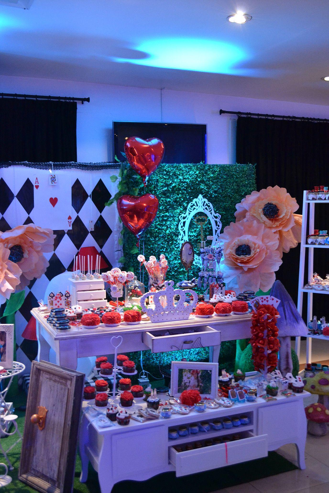 Nos especializamos en producci n y organizaci n de eventos for Decoracion xv anos alicia pais maravillas