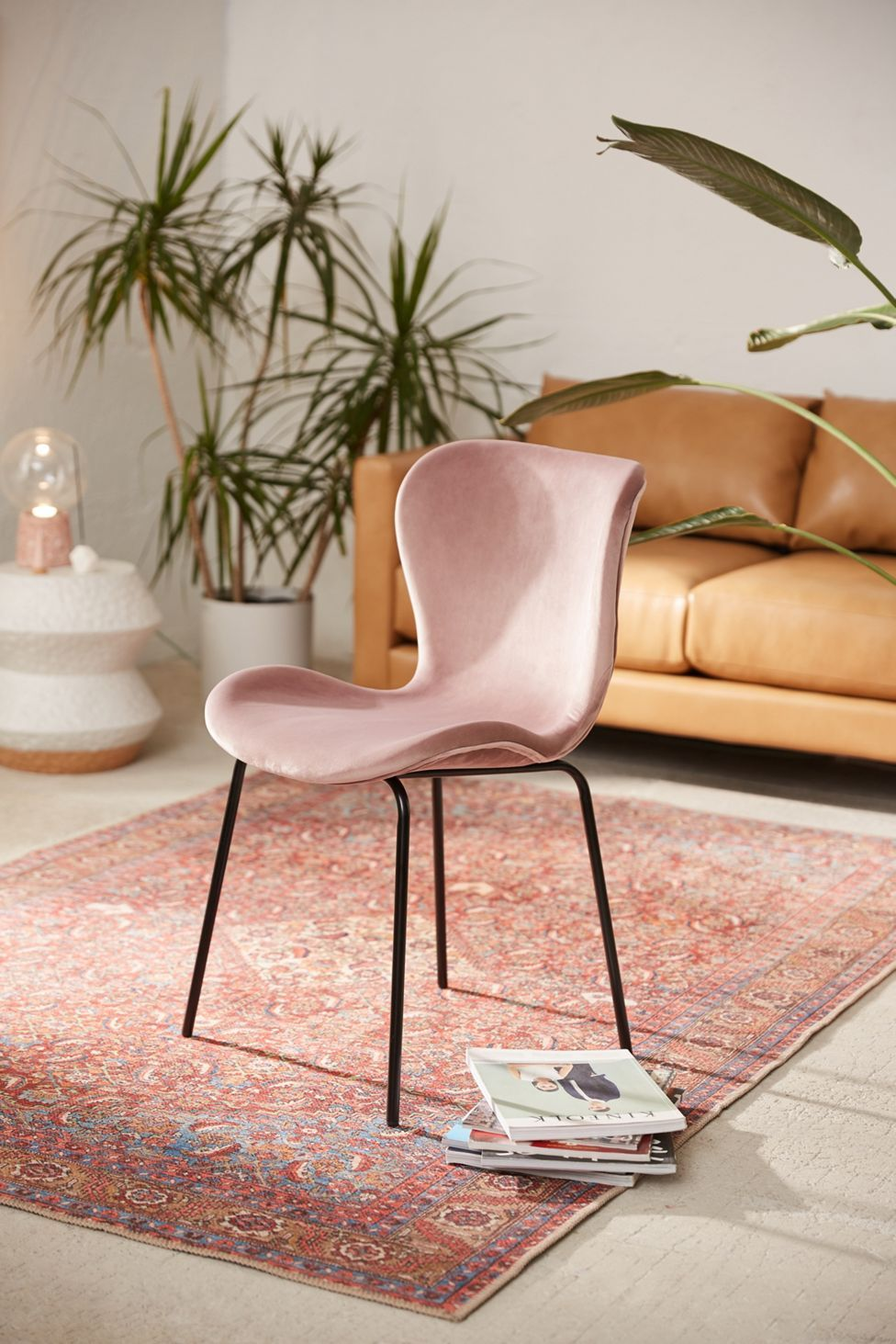 Rosa Velvet Dining Chair Urban Outfitters In 2020 Velvet Dining Chairs Dining Chairs Chair