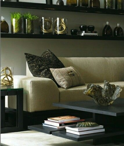 Old skool Hoppen. Rope in glass. Dark acessories. Printed cushions