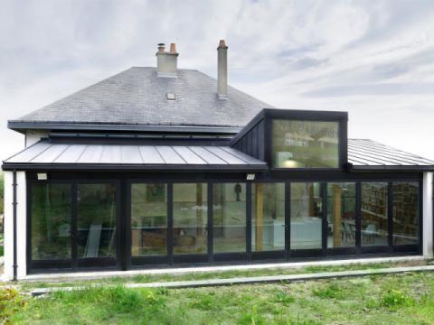 Une extension en rez-de-jardin qui s\'ouvre sur neuf mètres ...