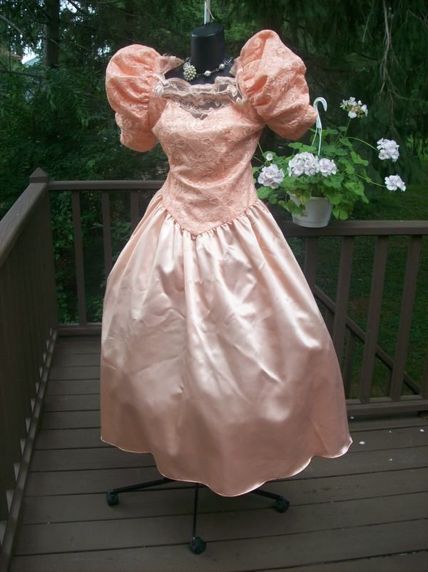 VINTAGE 80s PRETTY IN PEACH PROM PARTY