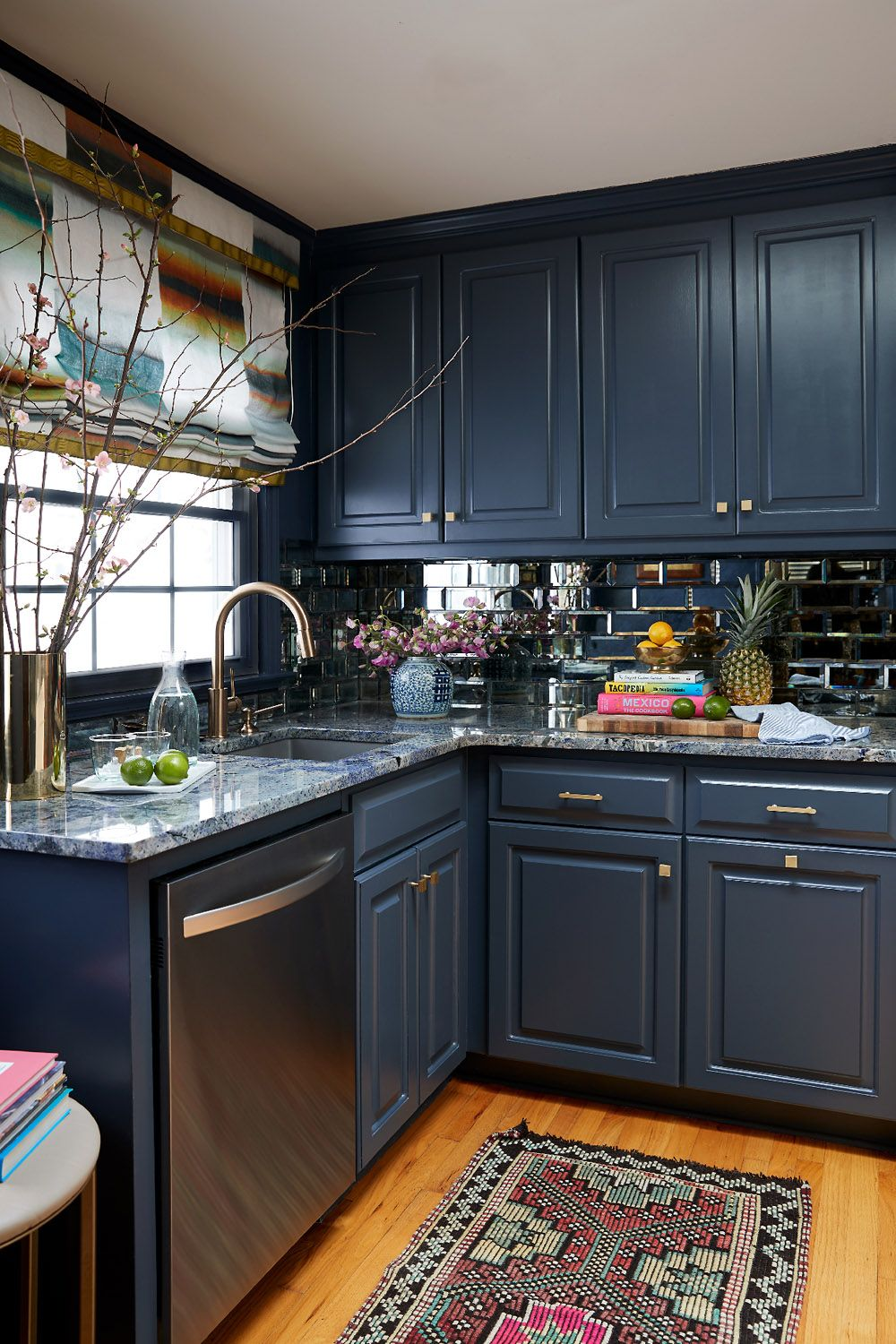 A Fashion Forward Home For A Fun Loving Young Professional Rue Home Kitchens Kitchen Interior Kitchen Design