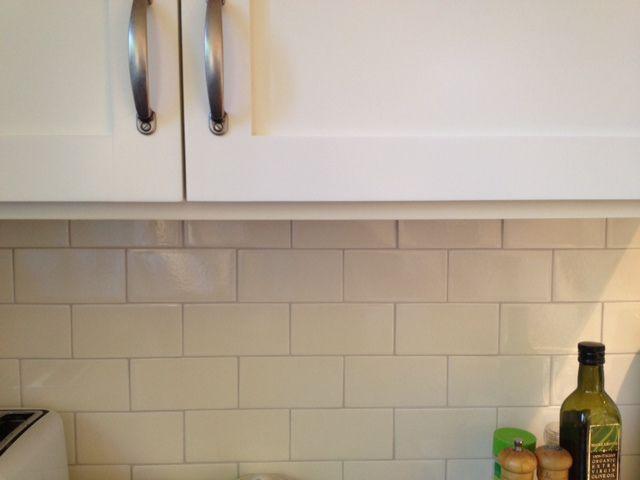 Sonoma Creamy Crackle Tile Bm Cloud White On Cabinets Crackle