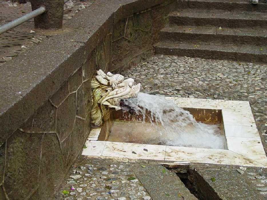 從龍口流出泉水的難老泉http://blog.xuite.net/jjwang35/twblog/119986981-普降甘霖的瑞獸「龍」