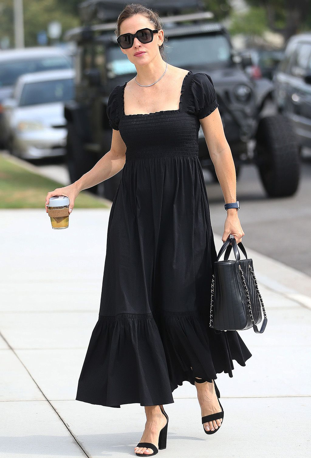 Jennifer Garner Goes To Church In La Wearing Smock Dress 4 Inch Sandals Smock Dress Dresses Jennifer Garner [ 1509 x 1024 Pixel ]