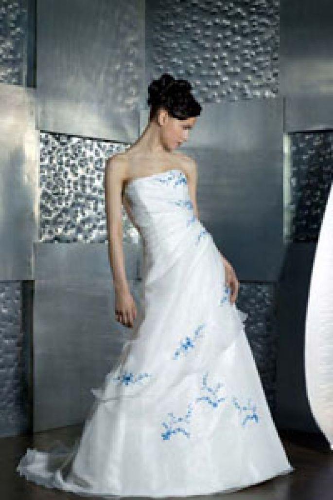 vestidos de novia con detalles azules - buscar con google | novias