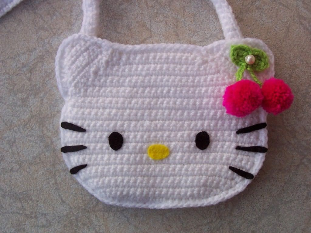 Free Crochet Pattern Heart Shaped Baby Doll : Bolso en Crochet de Hello Kitty Amigurumi ~ Patron Gratis ...