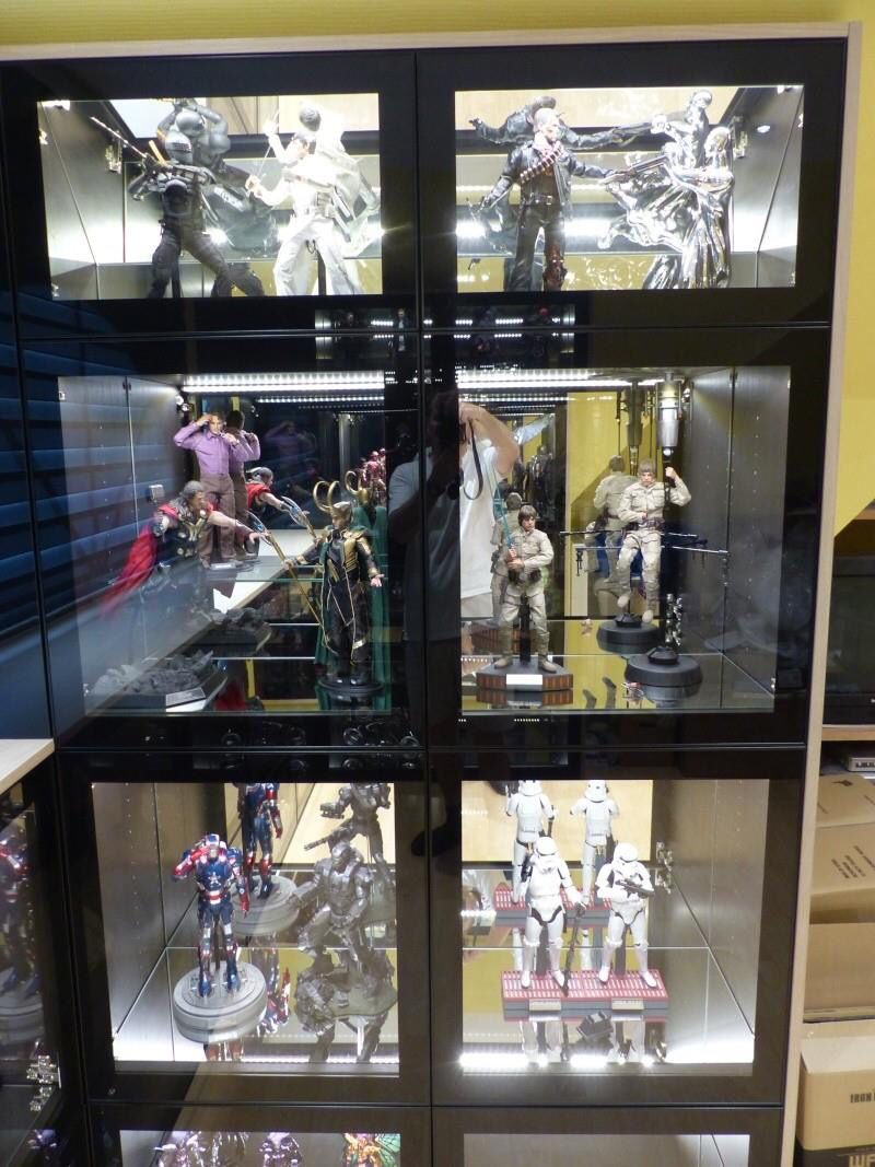 hot toys and sideshow collectibles display video game