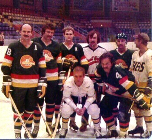 snapshot from the making of slapshot dusters ted mccaskill far left frank hamill back row. Black Bedroom Furniture Sets. Home Design Ideas