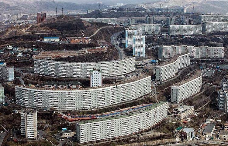 10-storey housing complex, Built in stages from the late 1980s to 2000. Komarova, Vladivostok. ©Alexander Hitrov