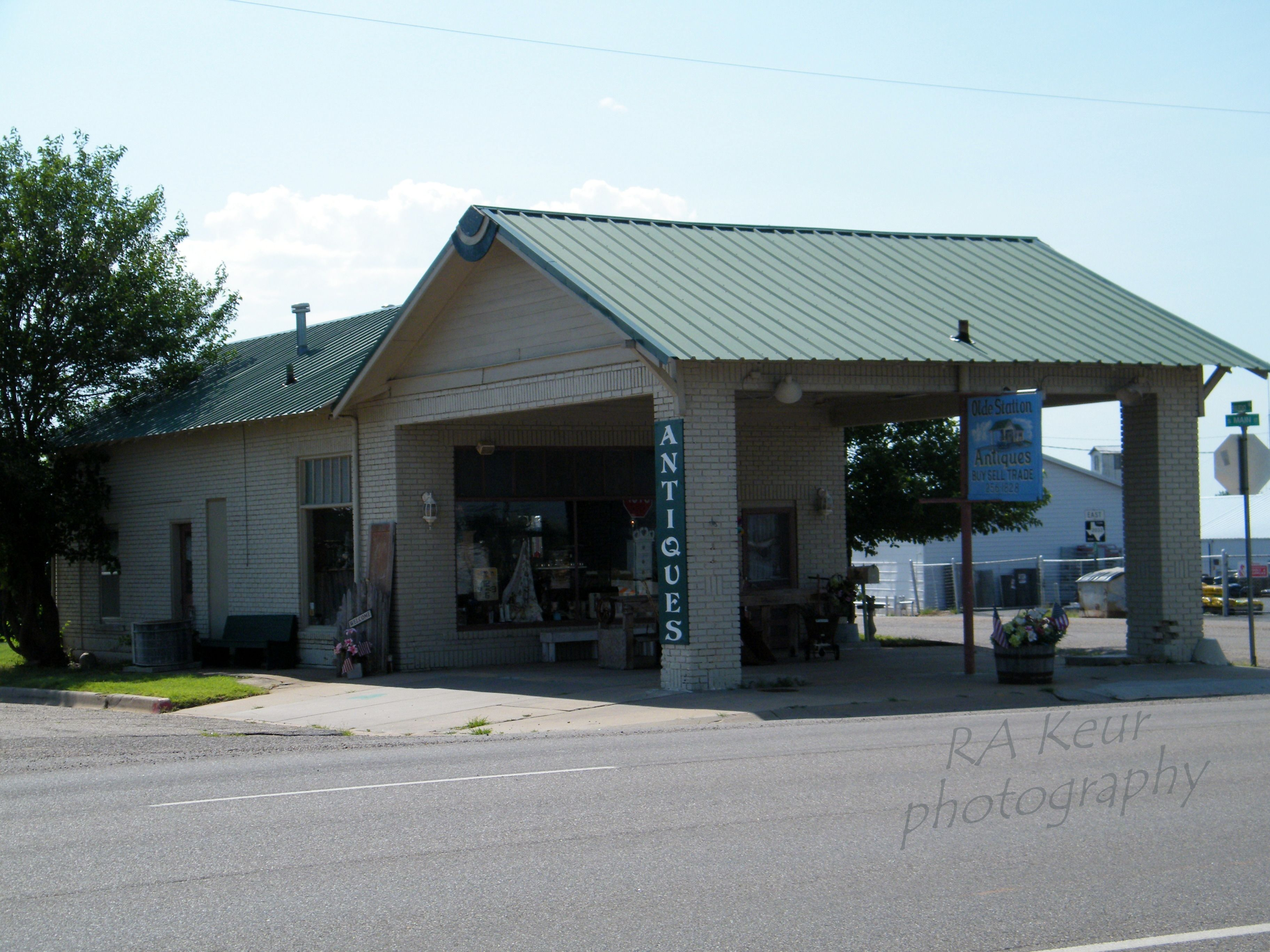 Old Gas Station Now A Small Antique Store In Shamrock Tx