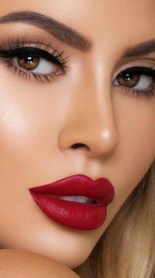 Jolie Fille In 2020 Red Lips Makeup Look Red Lip Makeup Beautiful Lips
