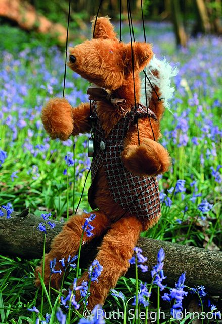 Cutest little fox puppet, from Making Dolls & Creatures. I want one!