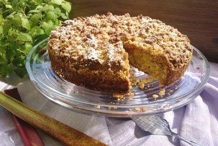Pähkinän ystävän raparperikakku // Valloittavan pähkinäinen ja kostea kakku! #leivonnainen http://www.raisionkeittokirja.fi/fi/resepti/-/p/pahkinan-ystavan-raparperikakku?reid=667935