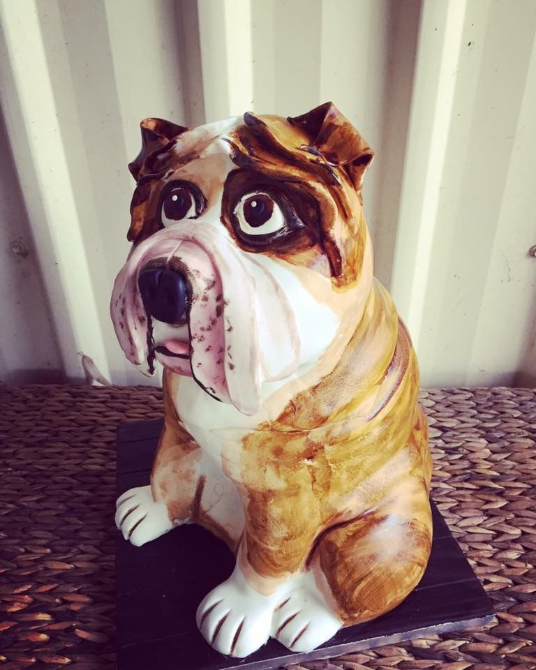 Another view of the bulldog cake. Man, I love this guy!