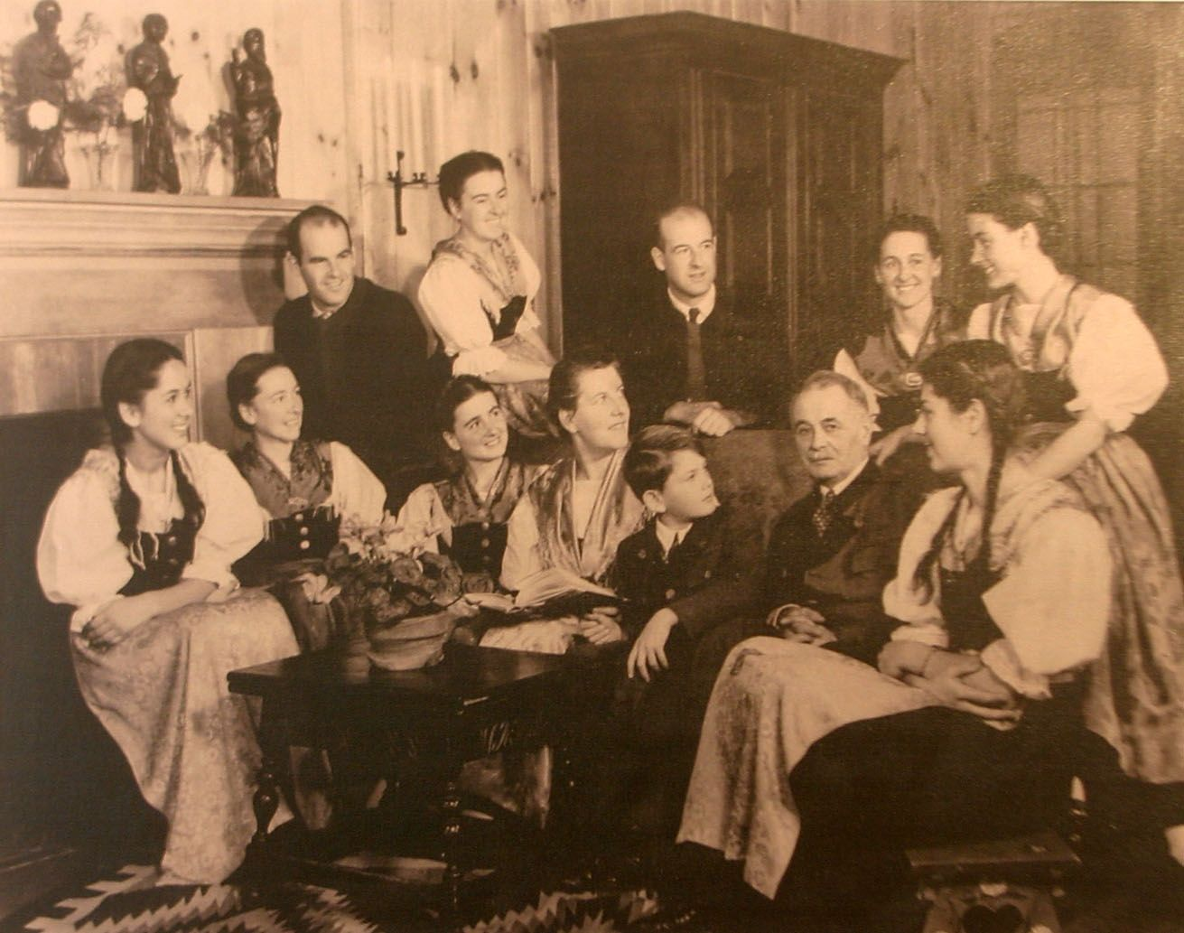 The original von trapp family my favorite things for House music singers