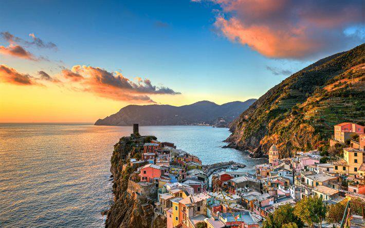 Lataa kuva Ligurian Sea, sunset, Vernazza, rannikolla, Cinque Terre, Liguria, Italia