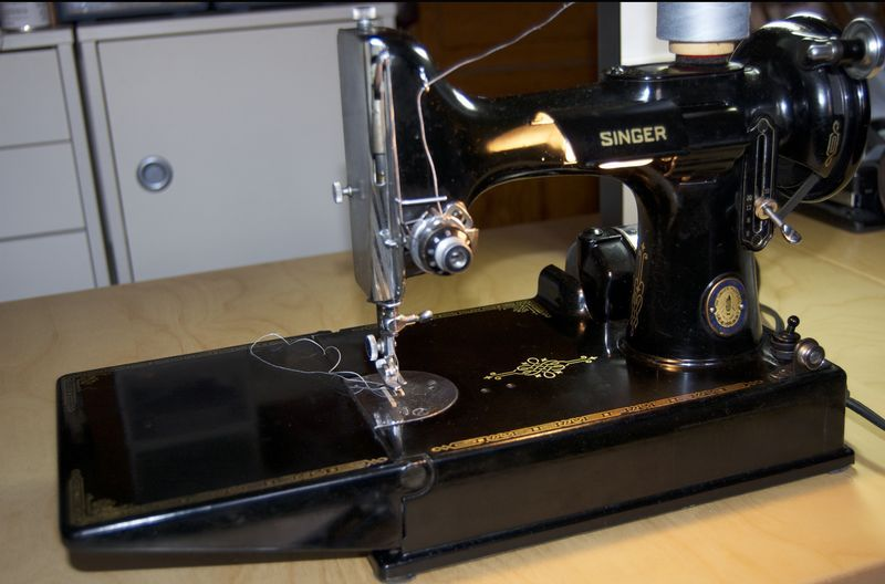 Singer featherweight DL Rigter