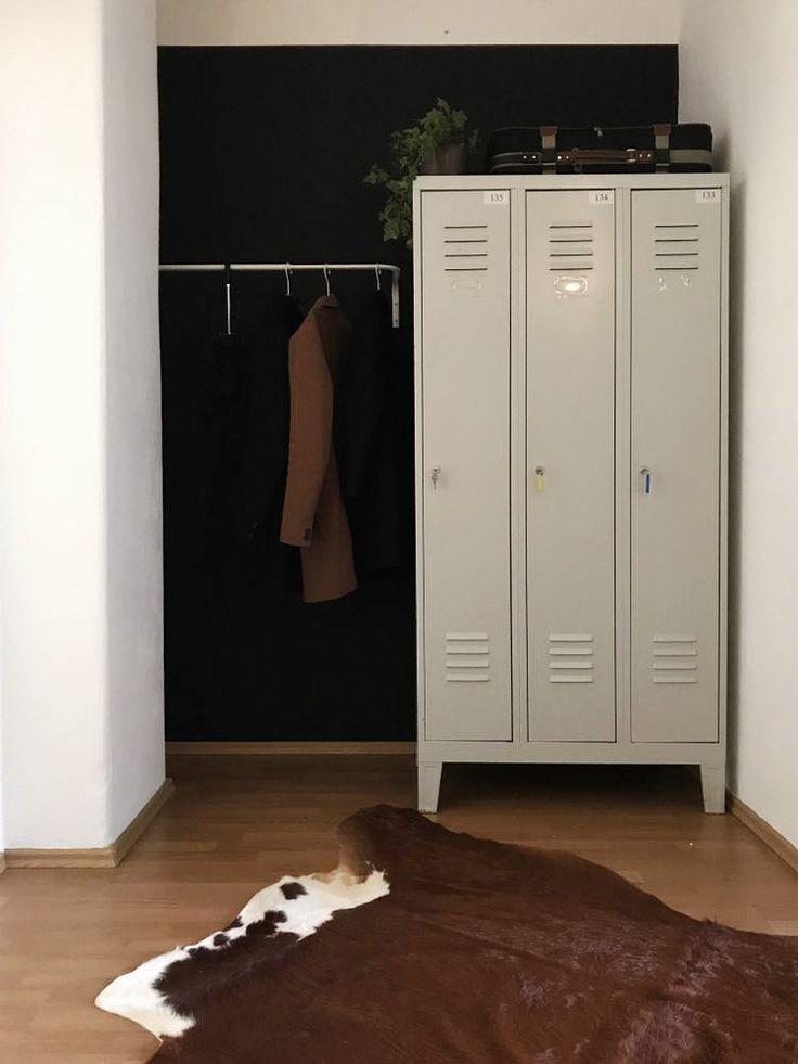 Flur Garderobe von Anika Gerischer. Wir lieben den Industrial-Look der Schließf… #flurgestalten