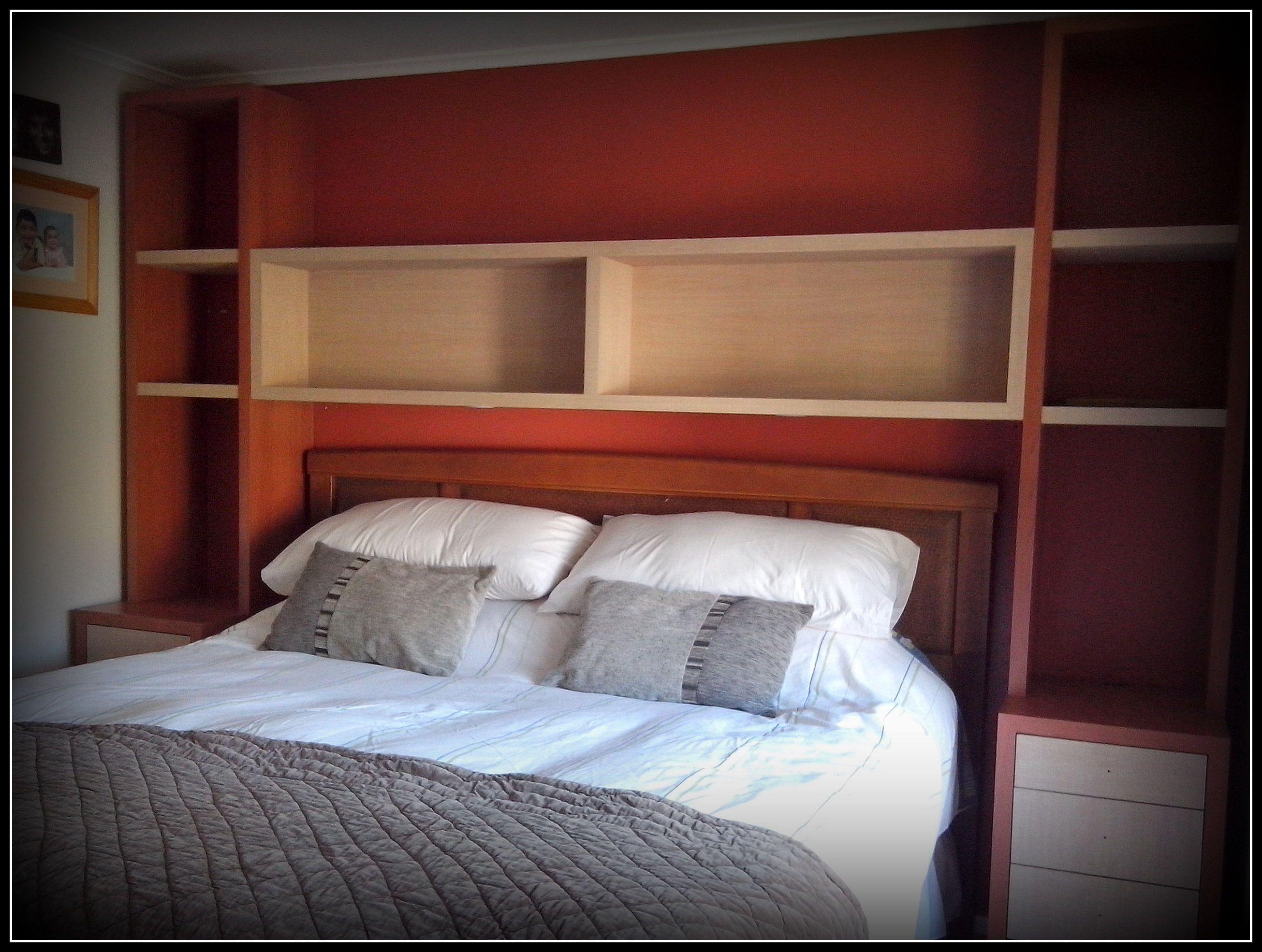 Dise o de cabecera y veladores para cama en dormitorio - Cabeceras para cama ...