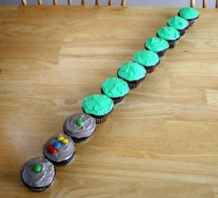 You can also turn colorful cupcakes into one long lightsaber. DIY star wars party: