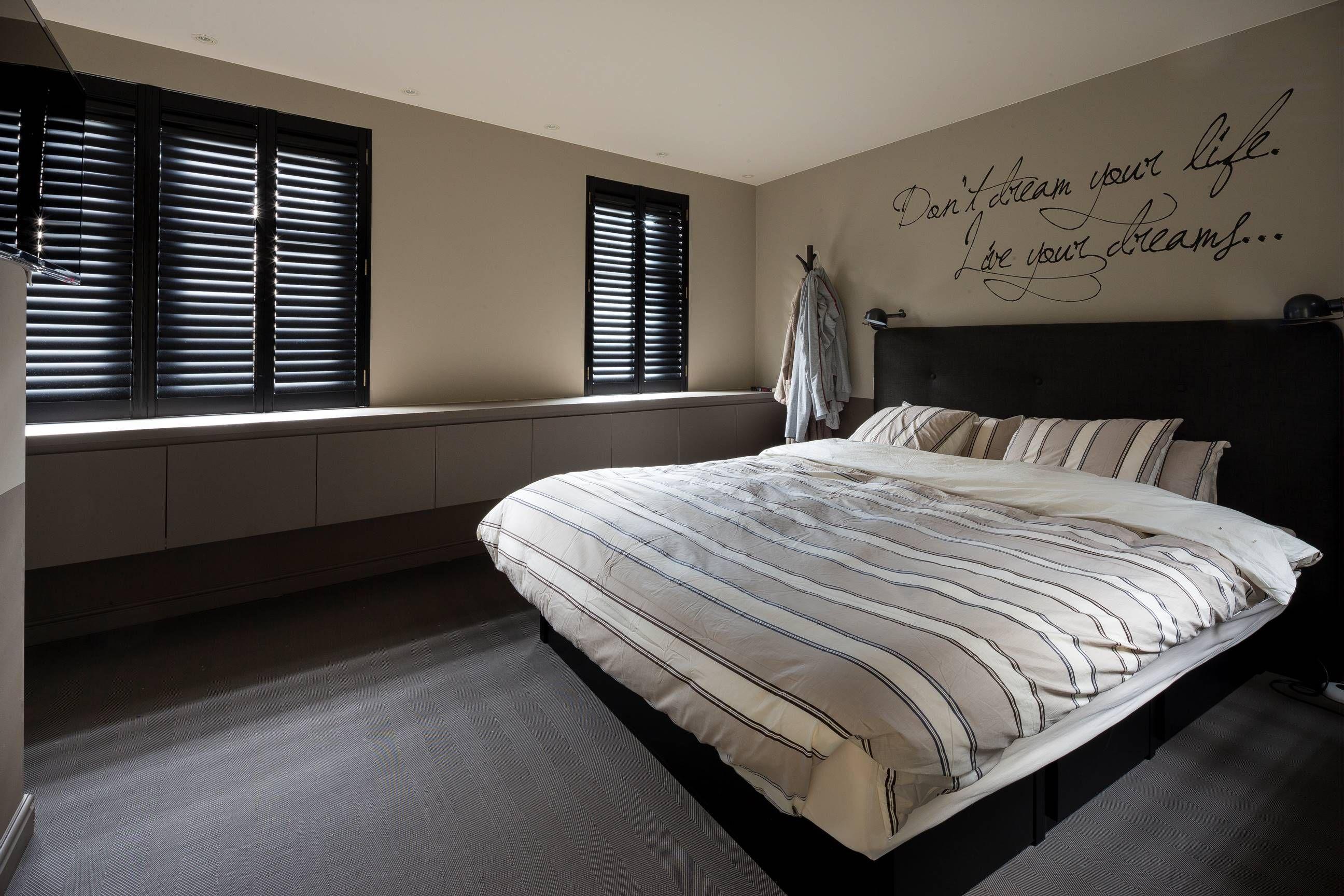 Shutters Werken Verduisterend Dus Zijn Ideaal Als Raamdecoratie Op De Slaapkamer Shutters Zijn Verkrijgbaar Slaapkamer Raambekleding Slaapkamer Raamdecoratie