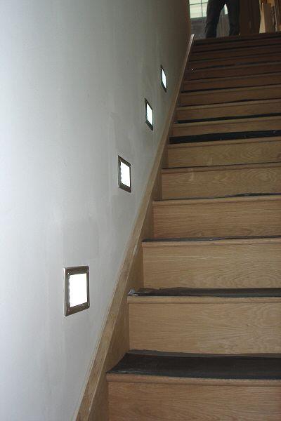 Luces autom ticas en escaleras con starisled dicroicos for Luces en escaleras