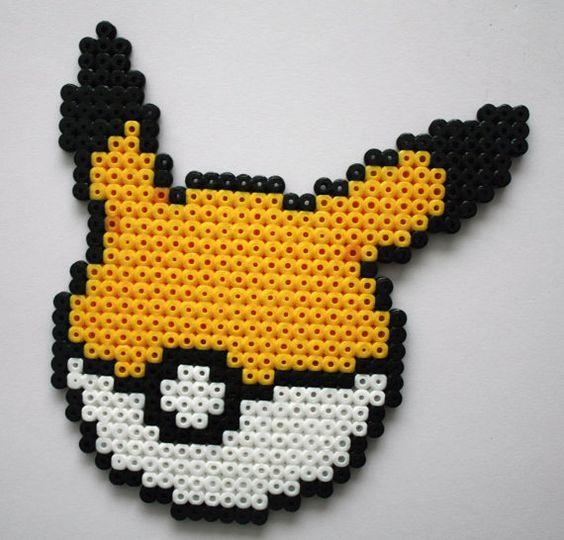 Pika pika pikachu se montre en perles repasser hama - Smiley perle a repasser ...