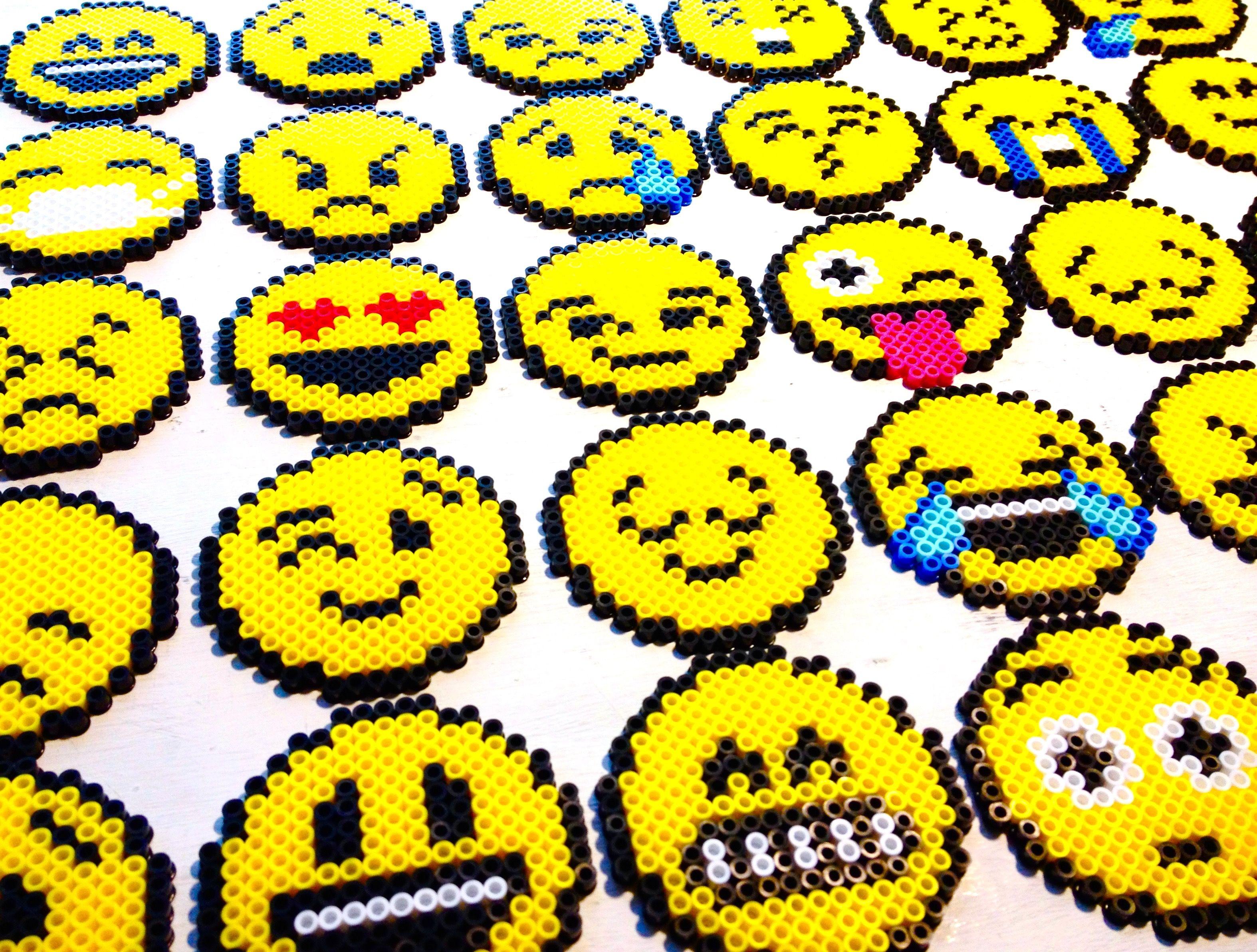 Holy emojis suite des perles a repasser pinterest - Smiley perle a repasser ...