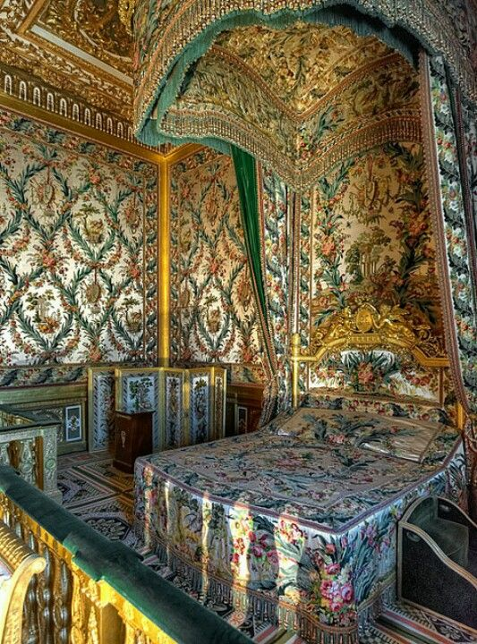 Bedroom of Marie Antoinette atƸӜƷ Sg33❤¡¡¡ ✿ ❀¸¸¸.•*´¯`❀ ✿ Fontainebleau Palace,France.