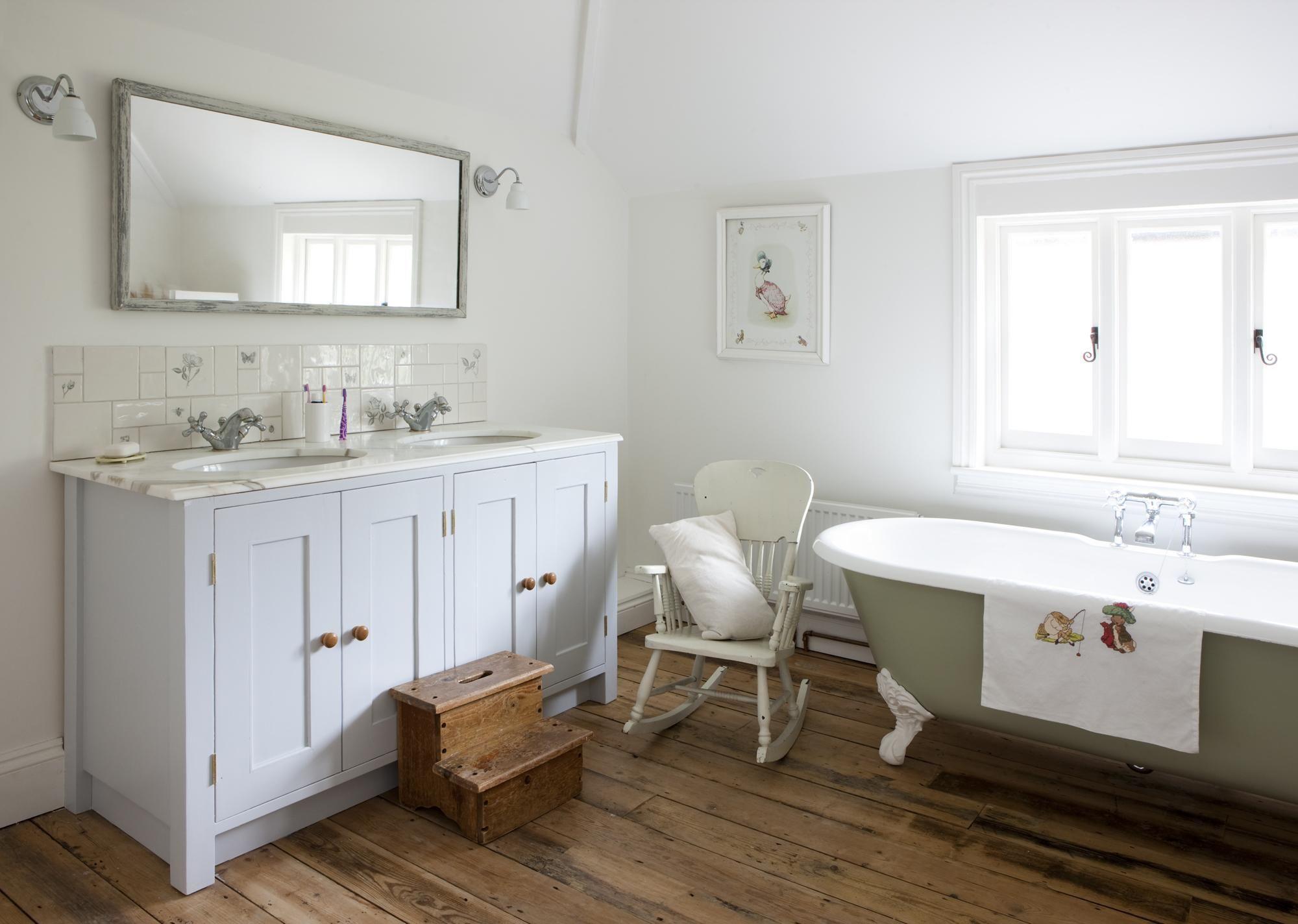 Bespoke Bathroom Vanity with marble top and roll top bath | B ...
