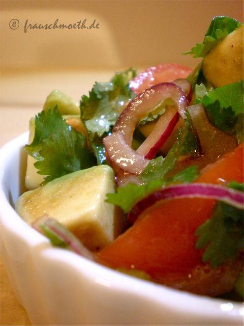 Frau S. verändert die Welt...: ...mit Avocado-Tomatensalat.