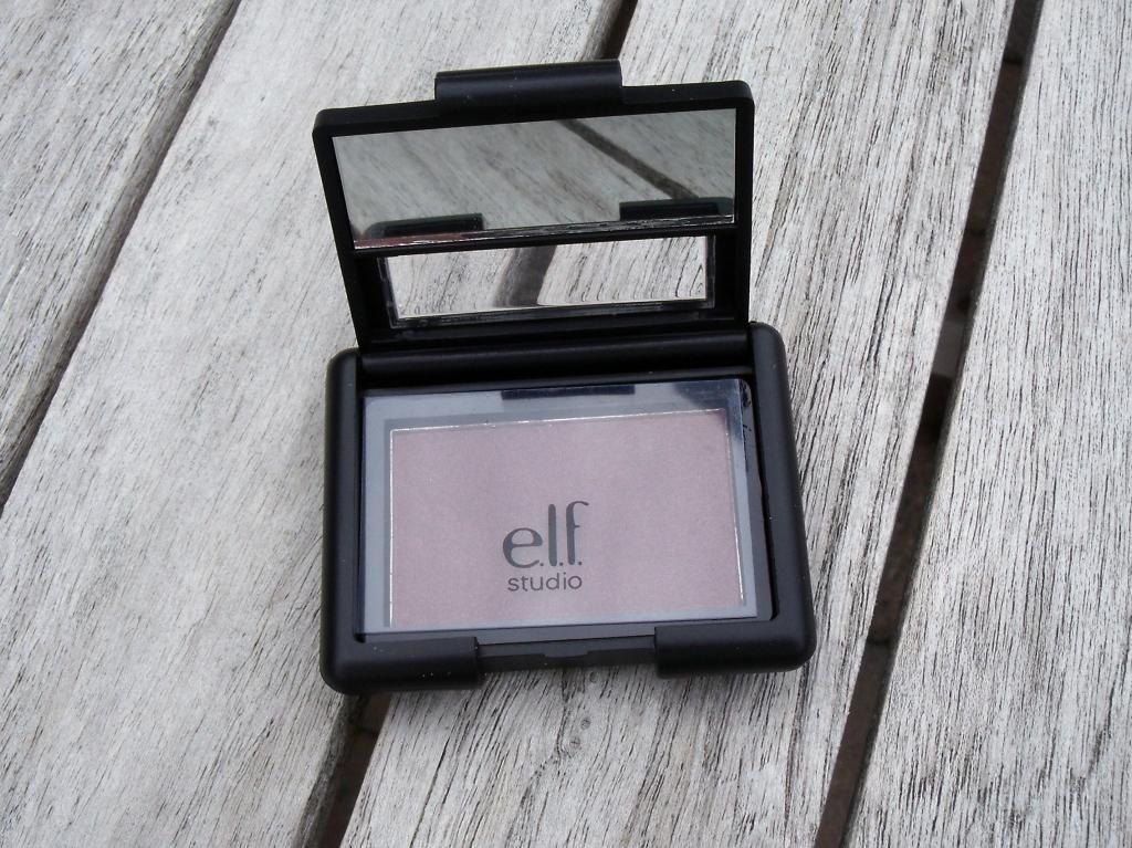#81128 Raspberry Truffle http://eyeslipsface.nl/product-beauty/single-oogschaduw