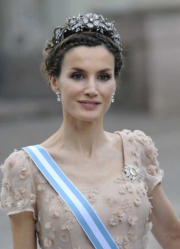 El peinado: un delicado recogido trenzado y tiara de platino y brillantes. © Gtres online
