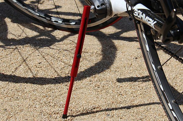 ただの棒? ― シンプルな自転車用スタンド「KwikStand(クイックスタンド)」 - えん乗り