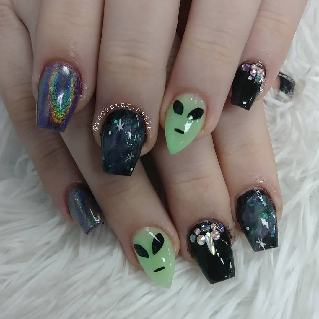 Alien Galaxy Glow I Get The Coolest Clients Who Want The Coolest Nail Art Rockstar Nails Alien Nails Edgy Nails Glow Nails