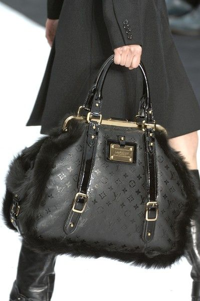 Louis Vuitton - a gorgeous bag!   Handbags 101   Pinterest   Sac à ... 3179d7908d6
