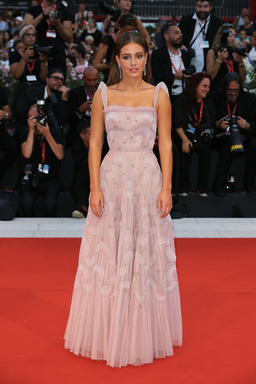 Adele Exarchopoulos In Christian Dior Haute Couture Joker Venice Film Festival Premiere Adele Exarchopoul In 2020 Celebrity Dresses Dior Gown Celebrity Red Carpet