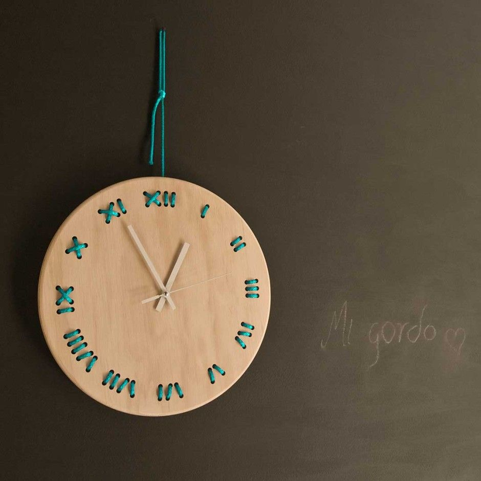 Lace-up Clock