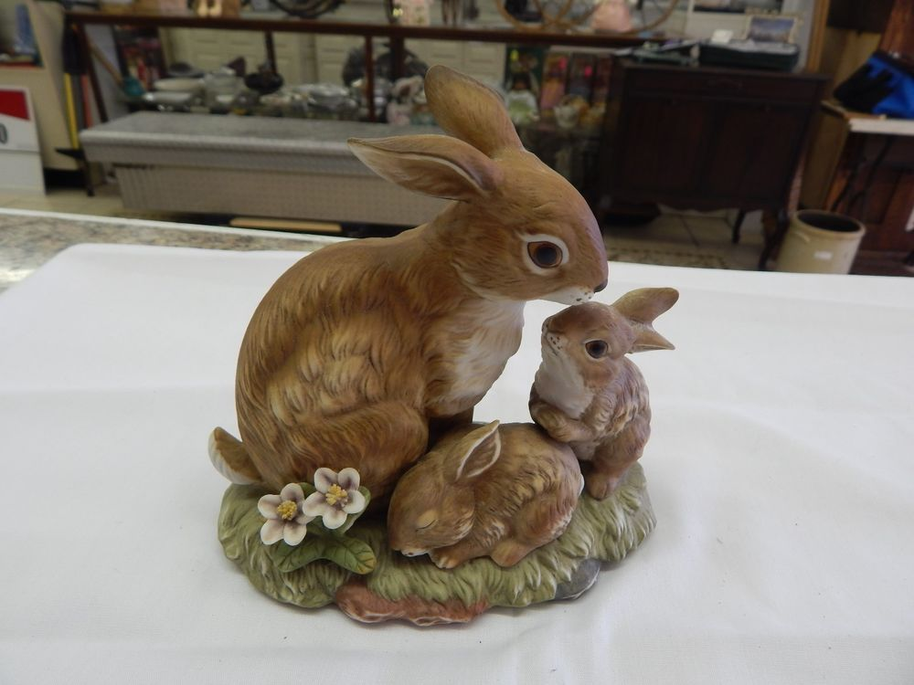 Retired Homco Home Interiors Masterpiece Porcelain Bunny