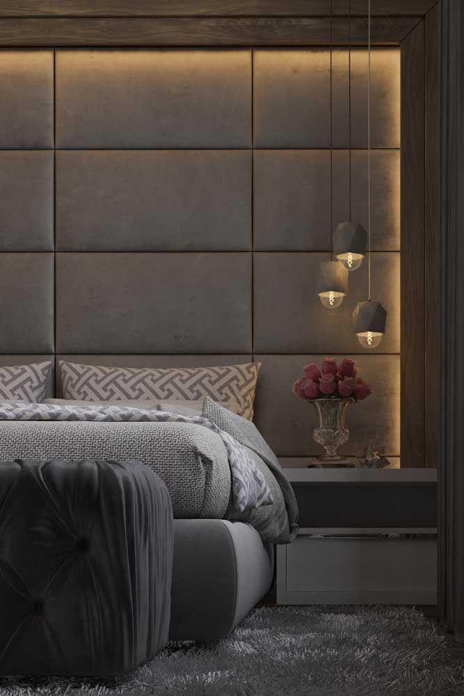 Os tons de cinza predominam na decoração desse quarto de casal; a iluminação indireta na parede e a cabeceira estofada garantem o conforto e o aconchego necessários para o ambiente is part of Luxury bedroom furniture -