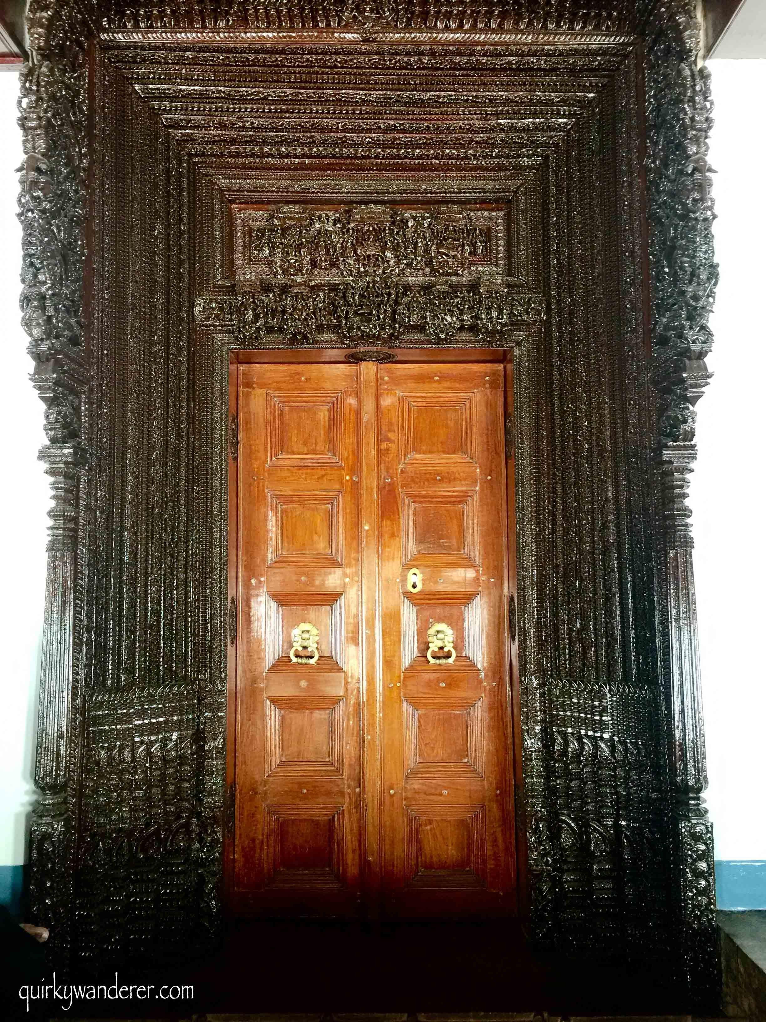 Mansions Of Karaikudi In Chettinad In 2020 Main Door Design Karaikudi Mud House