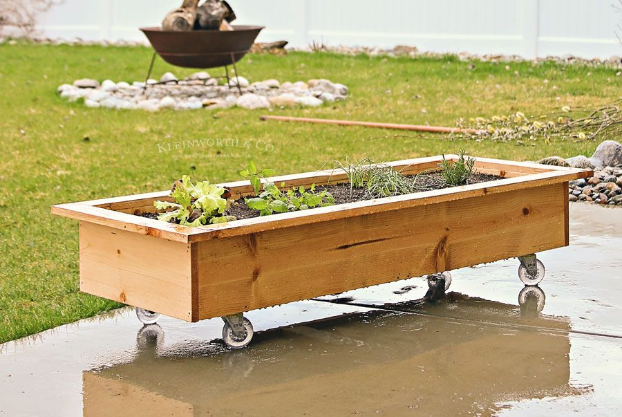 Diy Rolling Planter Box Is A Simple Easy Home Project 400 x 300