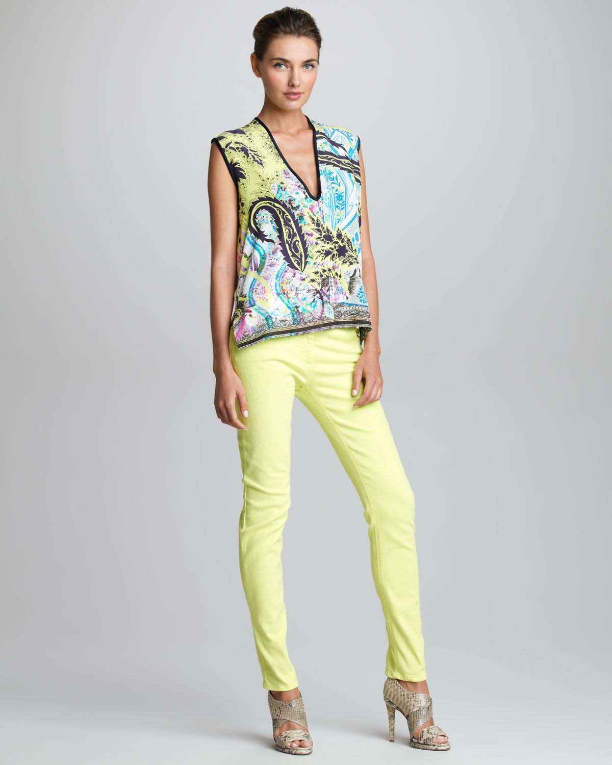 http://ncrni.com/etro-sleeveless-vneck-top-fivepocket-jeans-p-4530.html