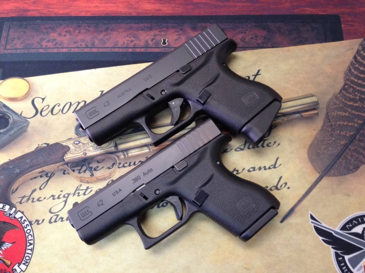 Minis The Glock 42 ( 380 ACP) and the Glock 43 (9x19mm) side
