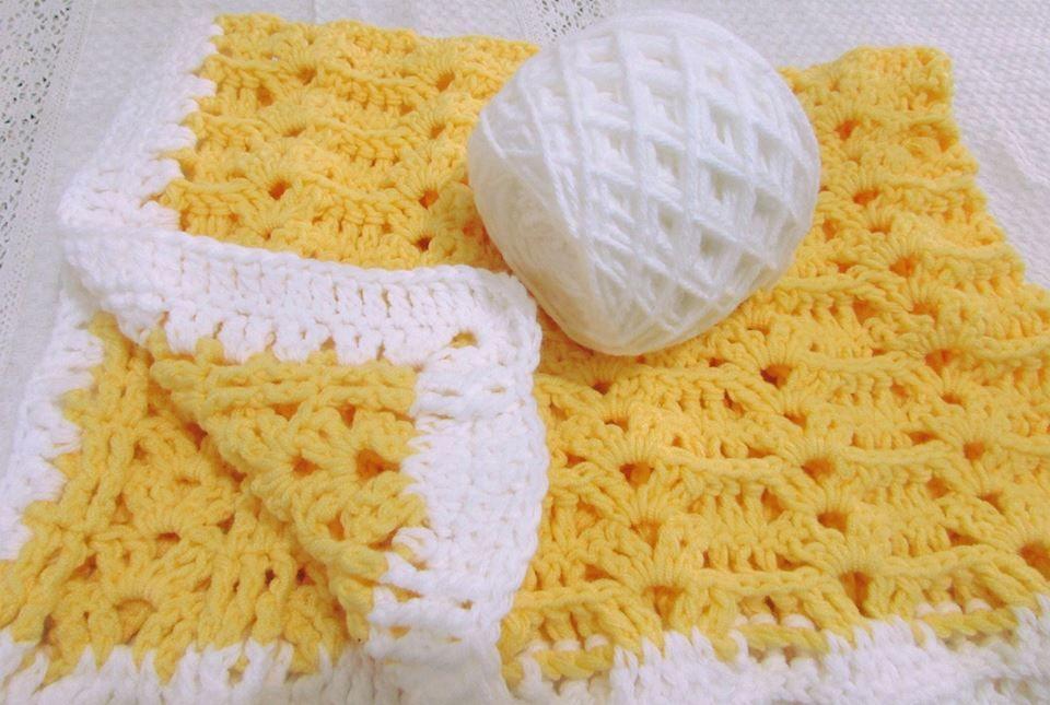 Manta para niños. Tejida con palito o crochet. Amplia y muy