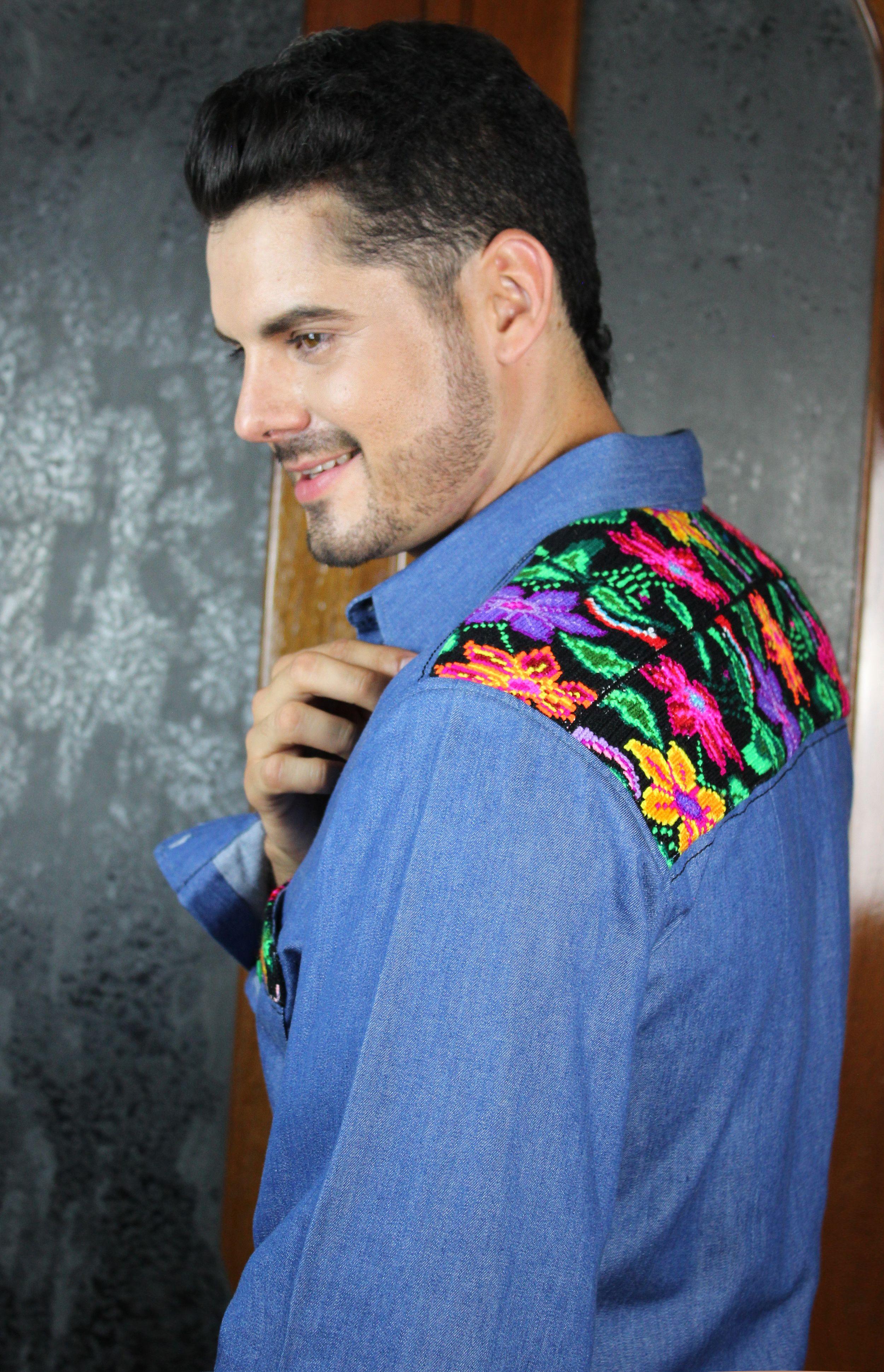 Camisa confeccionada en mezclilla con bordado chiapaneco 3c9e88bf1e881